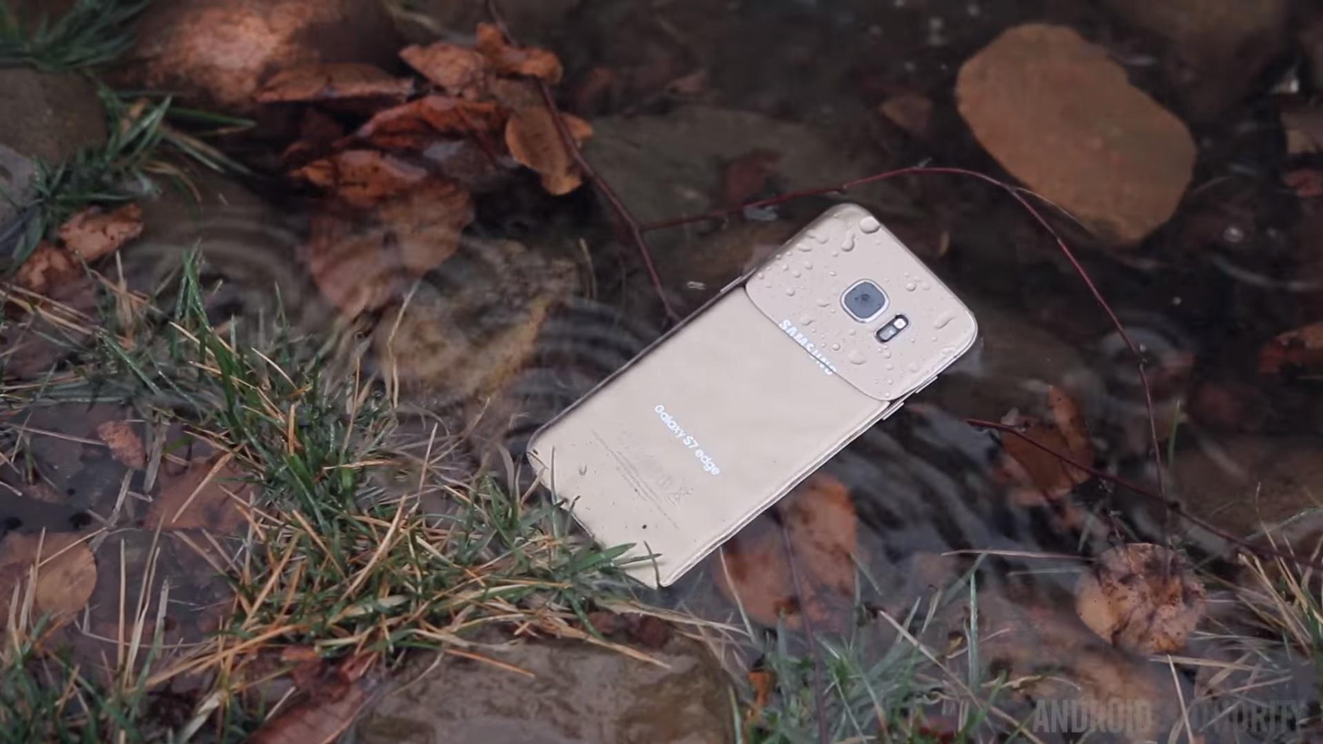 تعرف علي مميزات و عيوب خاصية مقاومة الماء و كيف تؤثر علي هاتفك